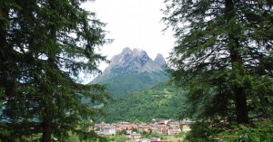 Agordo e vista sul monte Framont