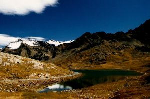il laghetto e le montagne di Passo Gavia